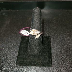 Sterling silver ring w/leaf pearl design